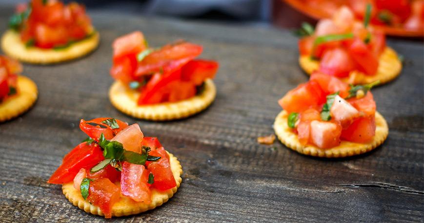 Crackers with bruschetta