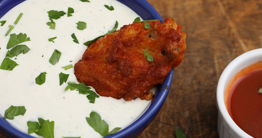 chicken wing in blue cheese dip